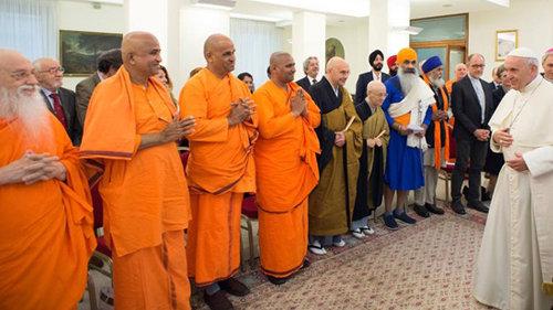 Antipape François lors de la rencontre avec une délégation de bouddhistes, hindouistes, jaïnistes et sikhs - 16 mai 2018