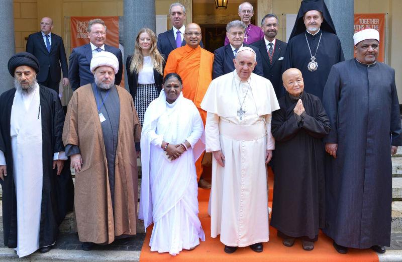 L'antipape François en compagnie de représentants de diverses fausses religions