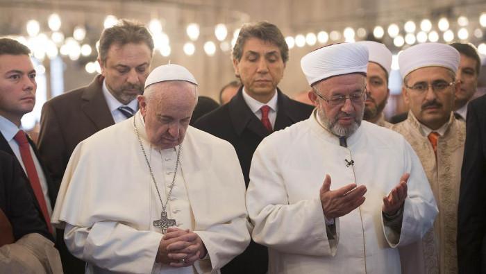 L'antipape François apostasie dans la Mosquée bleue