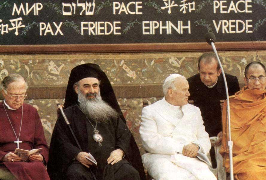 Une autre photo de Jean-Paul II lors de sa cérémonie de prière inter-religieuse de 1986 à Assise, en Italie - quelque chose de totalement condamnée par l'Église catholique (davantage sur ce point au chapitre sur Jean-Paul II)