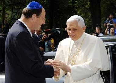 L'antipape Benoît XVI en visite à la Synagogue de Cologne