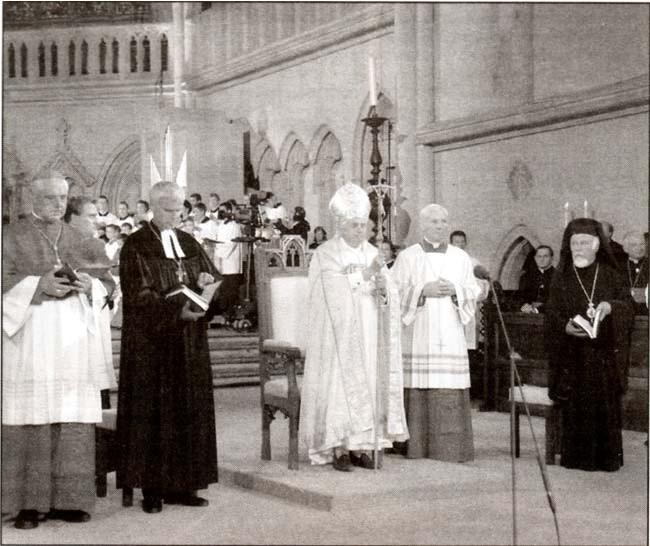 Benoît XVI priant aux Vêpres œcuméniques, 12 sep. 2006