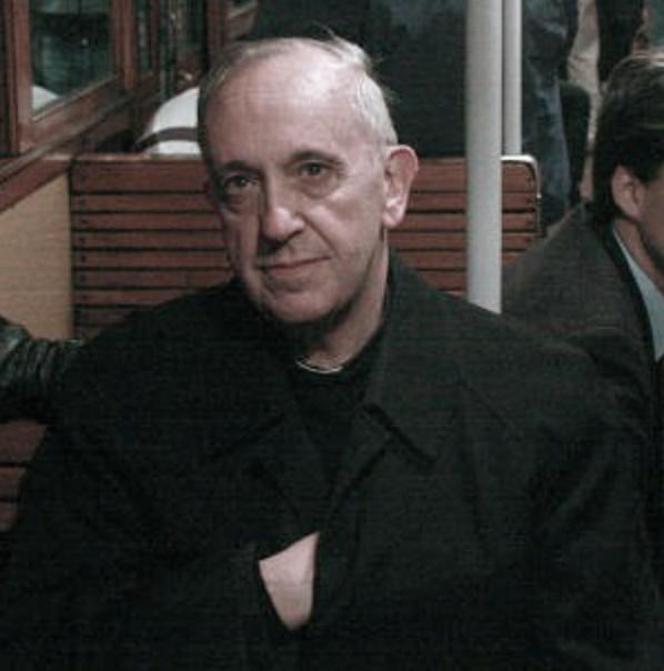 François faisant un signe qui semble être le signe du Maître du second voile de la franc-maçonnerie