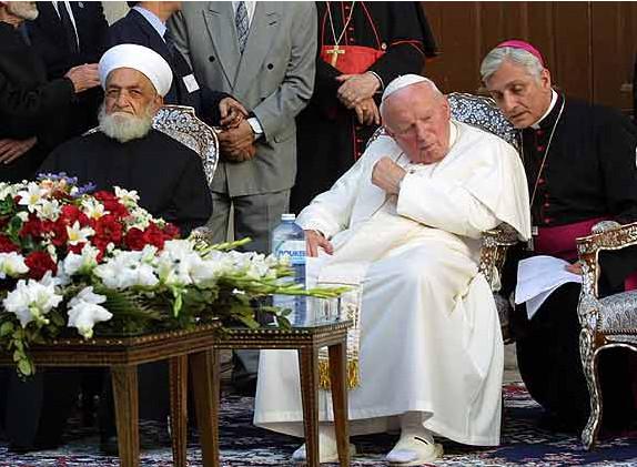 Jean-Paul II au côté de l'infidèle grand mufti, le cheikh Ahmad Kaftaro