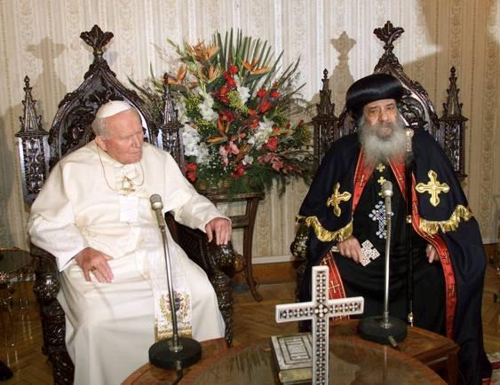 Le 24 février 2000, Jean-Paul II rencontra le schismatique non-catholique « évêque » d'Alexandrie, le soi-disant « pape » Chénouda III