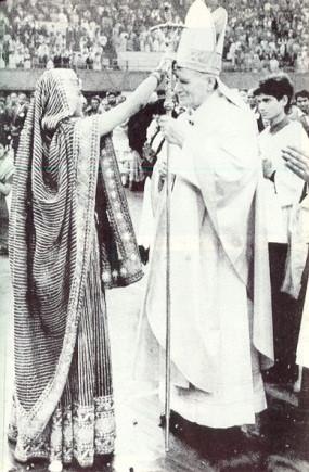 Jean-Paul II recevant la marque des adorateurs de Shiva en 1986