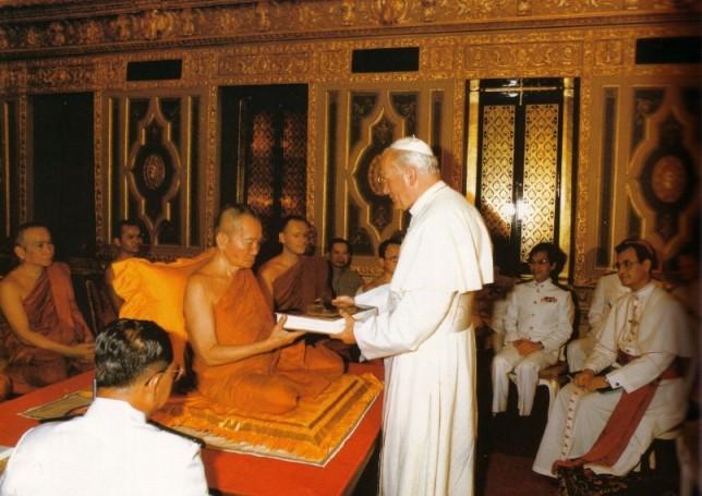 Jean-Paul II dans un temple bouddhiste en 1984