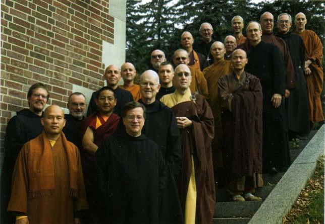 « Bénédictins » Novus Ordo avec des bouddhistes