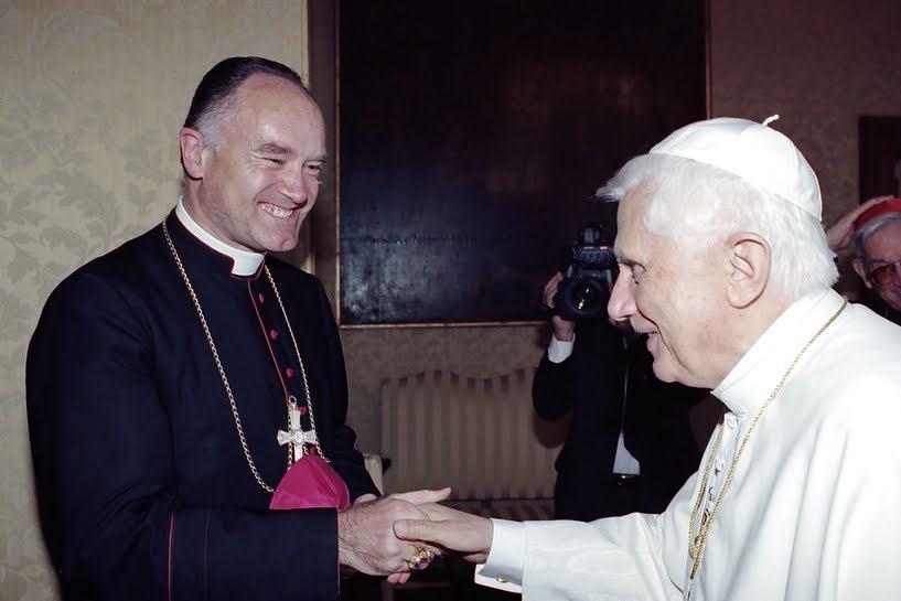 Mgr Fellay et l'antipape Benoit XVI