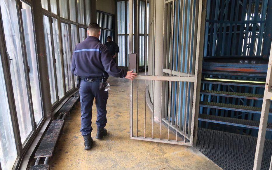 News au 10 avril 2020 France-liberation-8000-detenus-covid-19-prisons