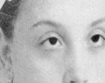 Une photo de Gemma Di Gorgi, totalement aveugle jusqu'à l'âge de sept ans, du fait de l'absence de pupilles. Des ophtalmologues ont examinés ses yeux et ont déclaré qu'il est impossible qu'elle puisse voir sans pupille. Mais elle peux voir, grâce à la miraculeuse intercession de Padre Pio.
