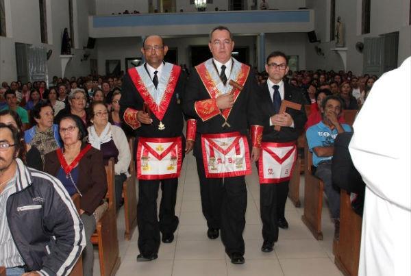 Nouvelle « messe » célébrée en mémoire du « Jour de la franc-maçonnerie » par Geraldo de Magela Silva, au Brésil, le 20 août 2012