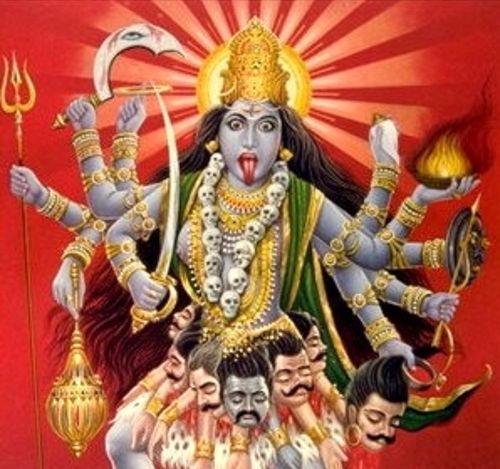 Kali, l'un des 330'000 (environ) faux dieux adorés par les hindouistes, une religion non pas condamnée mais louée par Vatican II