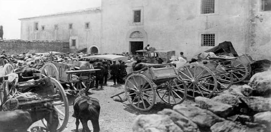 Aussitôt que les stigmates de Padre Pio ont été connues, de nombreuses personnes sont venues au monastère