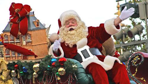 La chanson « Le Père Noël est venu en ville »